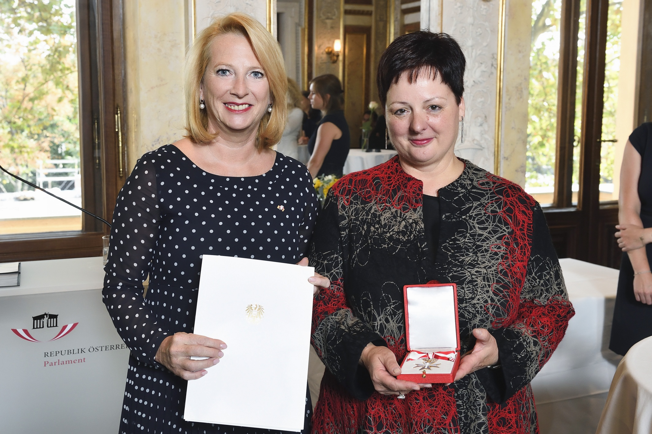 Renate S. Meissner und Christine Schwab receive award for services to the Republic of Austria
